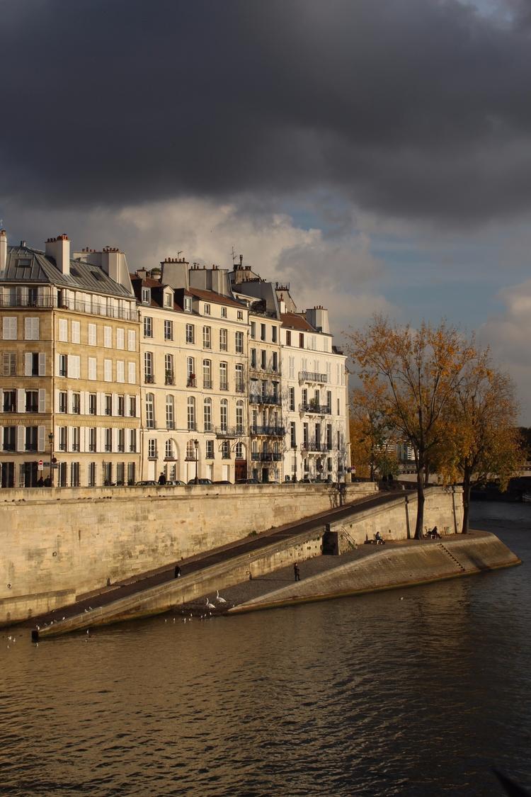 Paris - cooliuscaesar | ello
