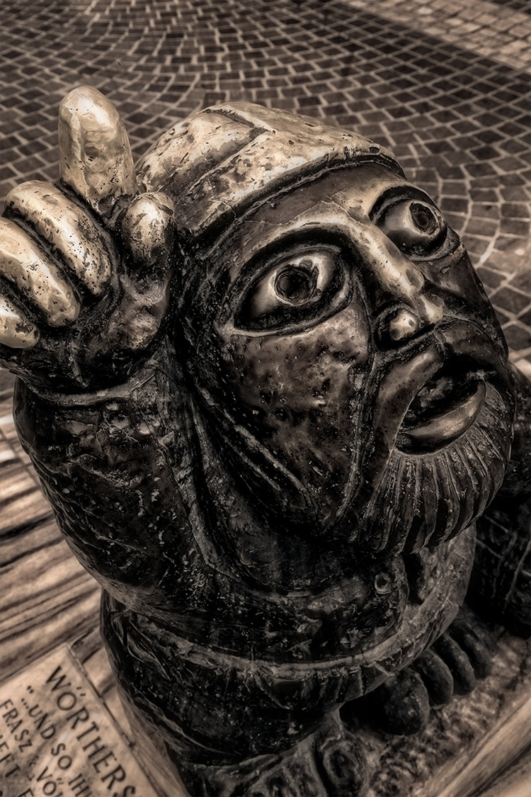 Wörtherseemandl (statue) Read l - stephanepictures | ello