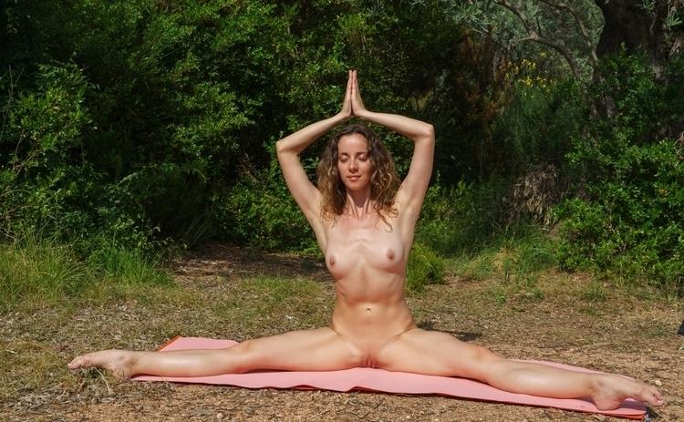 loves nude yoga nature - nudeinnature - sunflower22a | ello