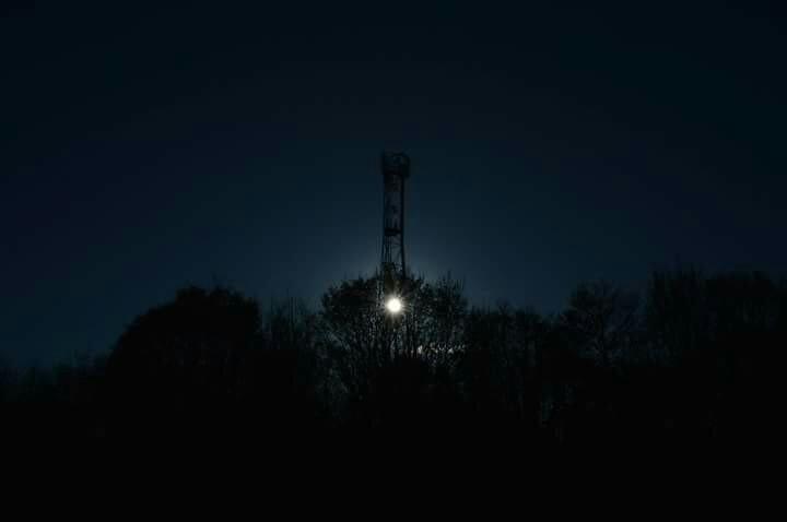 dark light - cathalpaint, artcan - cathal_lindsay_art | ello