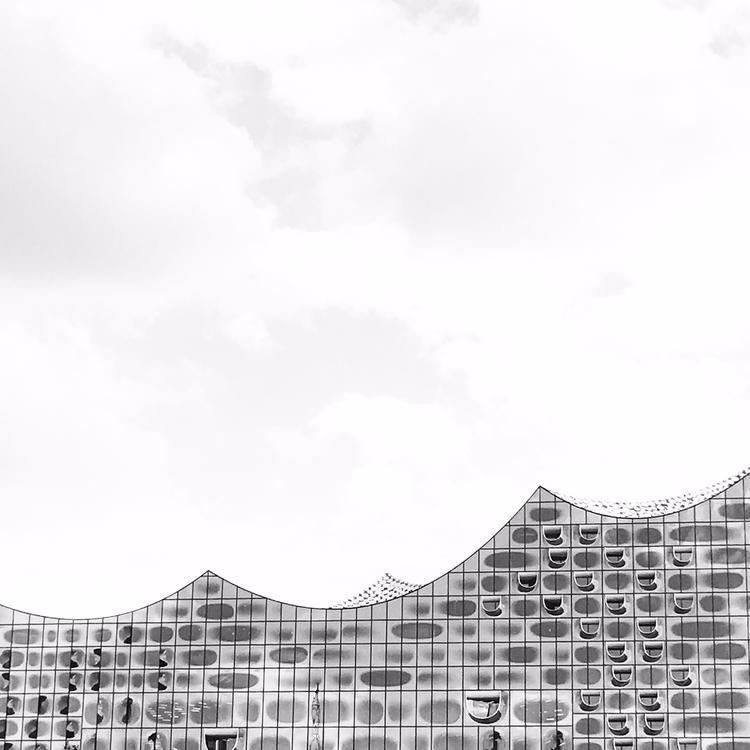 iconic buildings - hamburg, elbphilarmonie - mtumanovska | ello