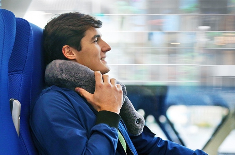 Travel Pillow Massage Heating M - gadgetflow | ello