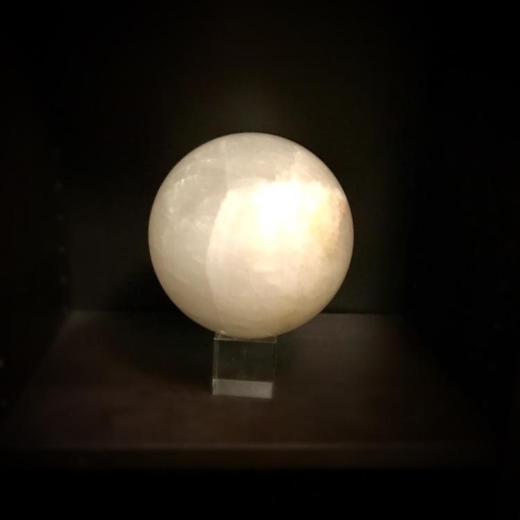 future awaits - crystalball, quartz - nothus | ello