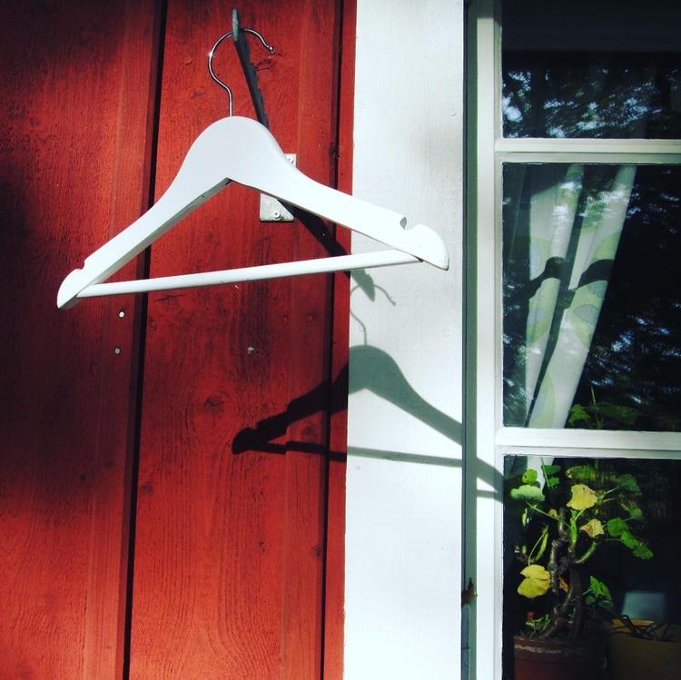 left Hanging air hanging wonder - uniquegirl   ello