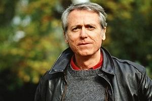 De Amerikaanse schrijver Don De - romenu   ello
