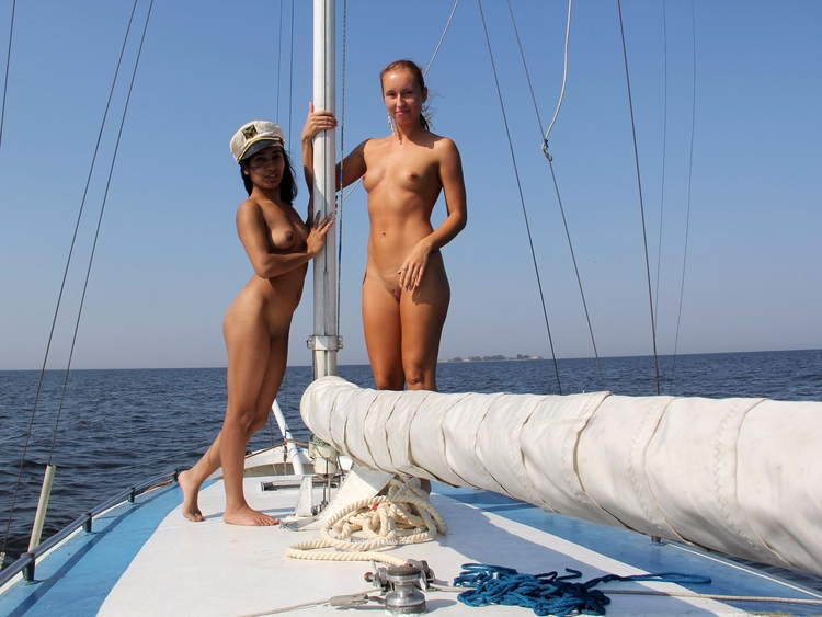 beauties playing yacht - nudeinnature - sunflower22a   ello