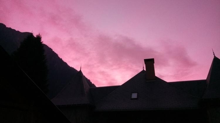 ciel rouge - WANDERINGBOOK, sunset - chistinewilmes | ello