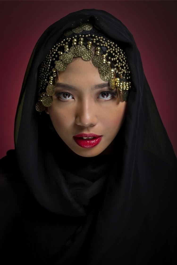 Hypnotist. Model: Ellyssa Basa - neilous_ello | ello