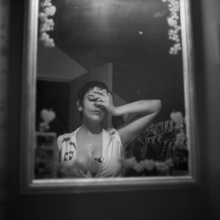 Lilly, 2017, Yashica Mat EM - filmphotography - saeger | ello