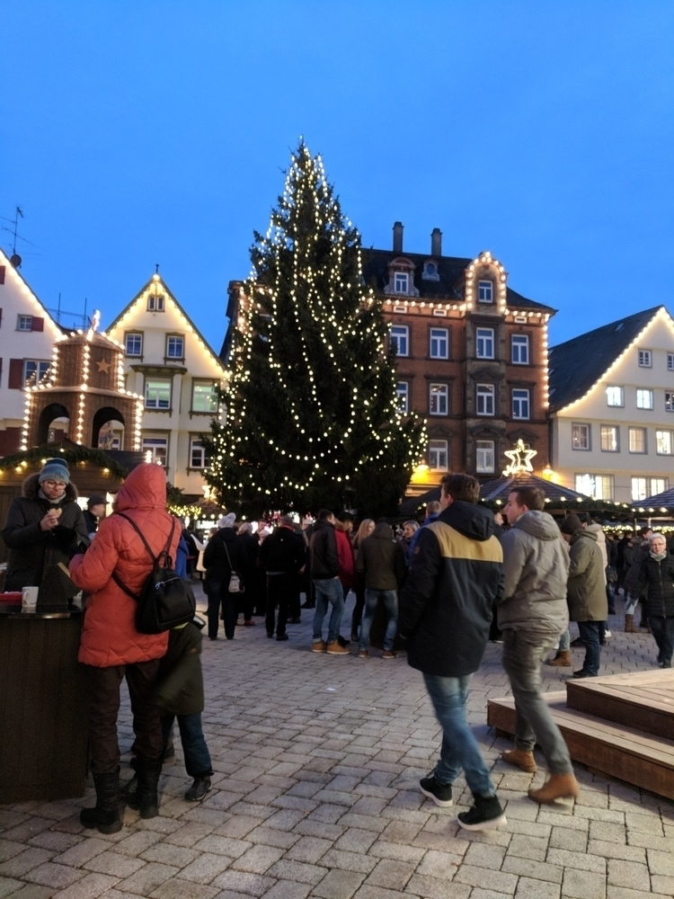 yesterday day Christmas market - dionne-hawking   ello