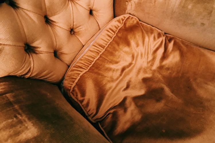 Couch - thalebe   ello