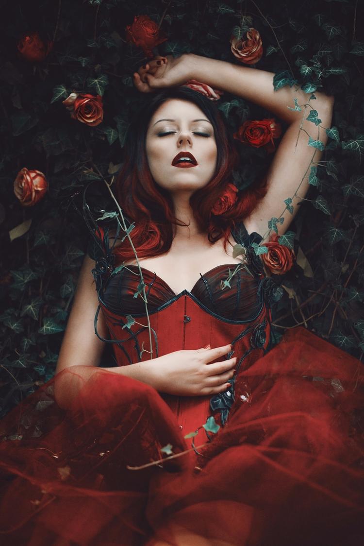 Photographer: Anaïs Popy Stylis - darkbeautymag | ello