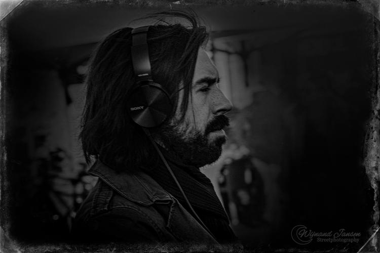 Dark figure headphones - artmen | ello