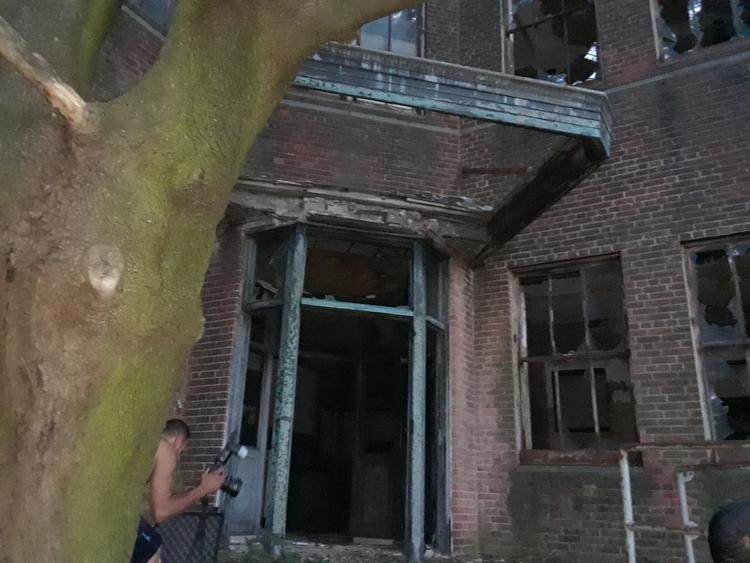 abandoned riverside hospital yo - findog2 | ello