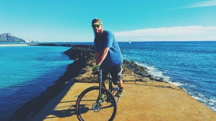 riding - Honolulu,, Hawaii, traveling - danielgafanhoto | ello