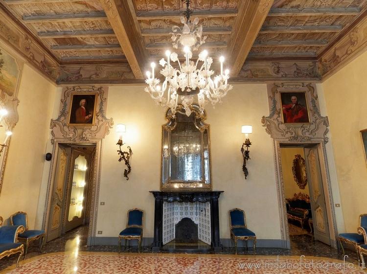Milan (Italy): Large Mirror Roo - milanofotografo | ello