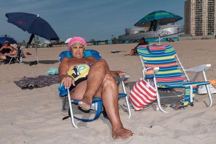 Lounger Brighton Beach, NYC - giseleduprez | ello