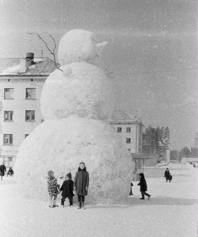 snowmen Soviet times - weirdrussia   ello