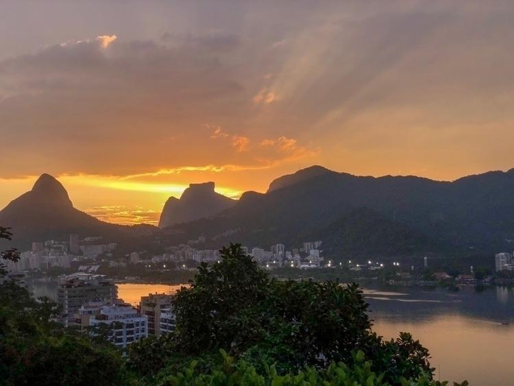 Sunset Rio de Janeiro - rio, riodejaneiro - victor__augusto | ello