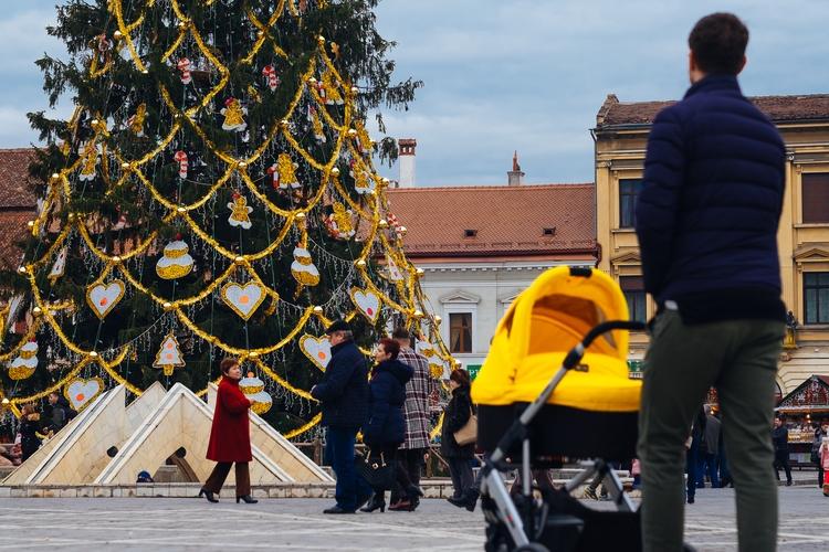 Christmas January Brasov, Roman - clondon | ello