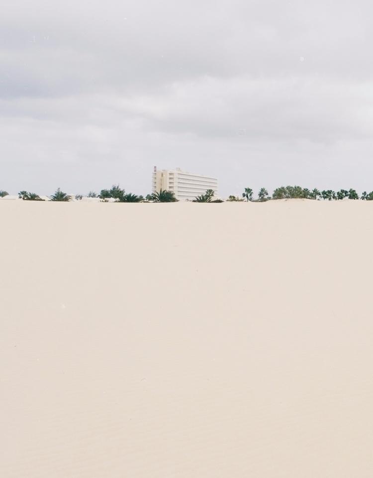 OASIS - minimal, brutalism, architecture - lapremioqueen | ello