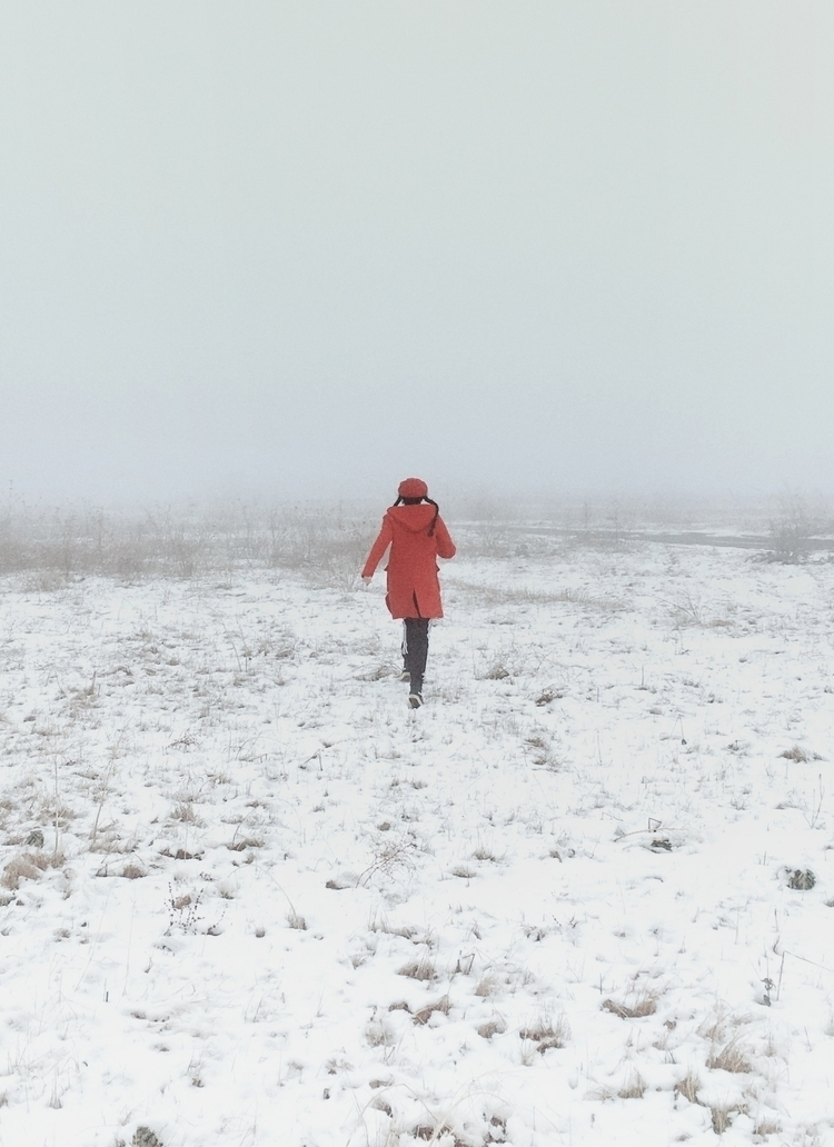 RUN - snow, fog, mist, mystery, red - lapremioqueen | ello
