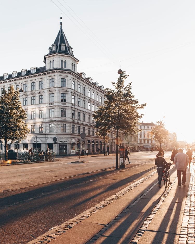 sunrays touching Frederiksborgg - visitcopenhagen | ello