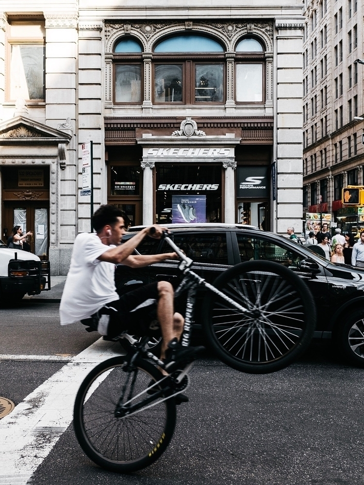 Captured guy biking Manhattan,  - thm_s | ello