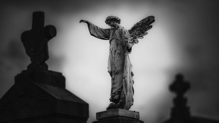 Angel sun - statue, cemetery, graveyard - ericvandael   ello