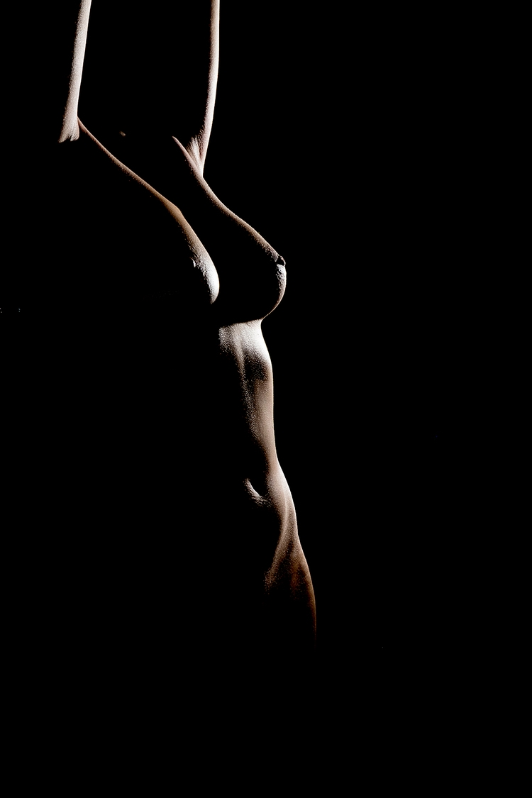 Body, light shadow - photography - alemdoolhar | ello