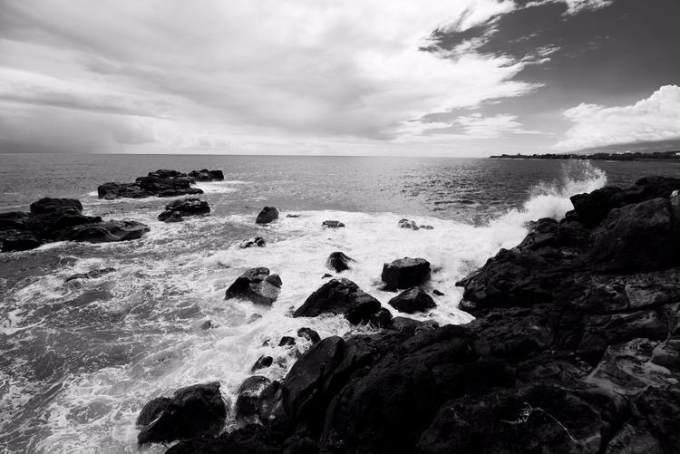 Black white ocean east cost Réu - pierrebeauregard | ello