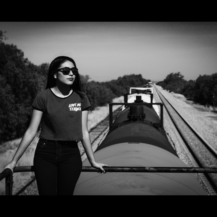 girl, blackandwhitephoto, trains - humbertovargas | ello