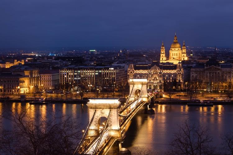 Budapest, freezing beautiful! L - jhollaholla   ello