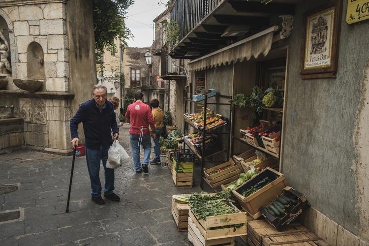 Walking small town Castelbuono  - danielfazio | ello