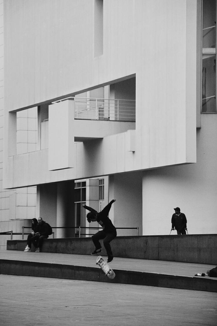 MACBA, Barcelona - street, skate - breadcrumbfountains | ello