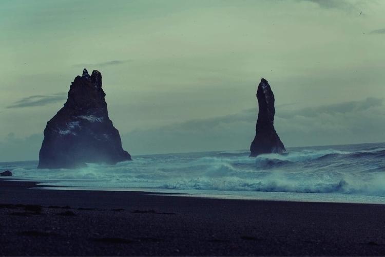 black sand beach Vík (2017 - hextapes | ello