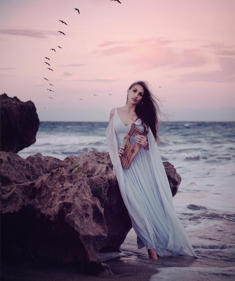 Preraphaelite dreams - charlotteberndsen | ello