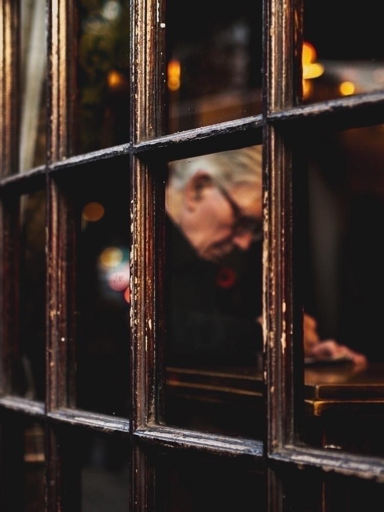 writer listen write silence  - streetphotography - hrsdee | ello