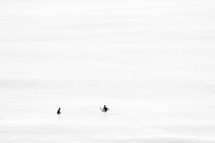 Surfers calm sea Felix Padrosa  - felixpadrosa | ello