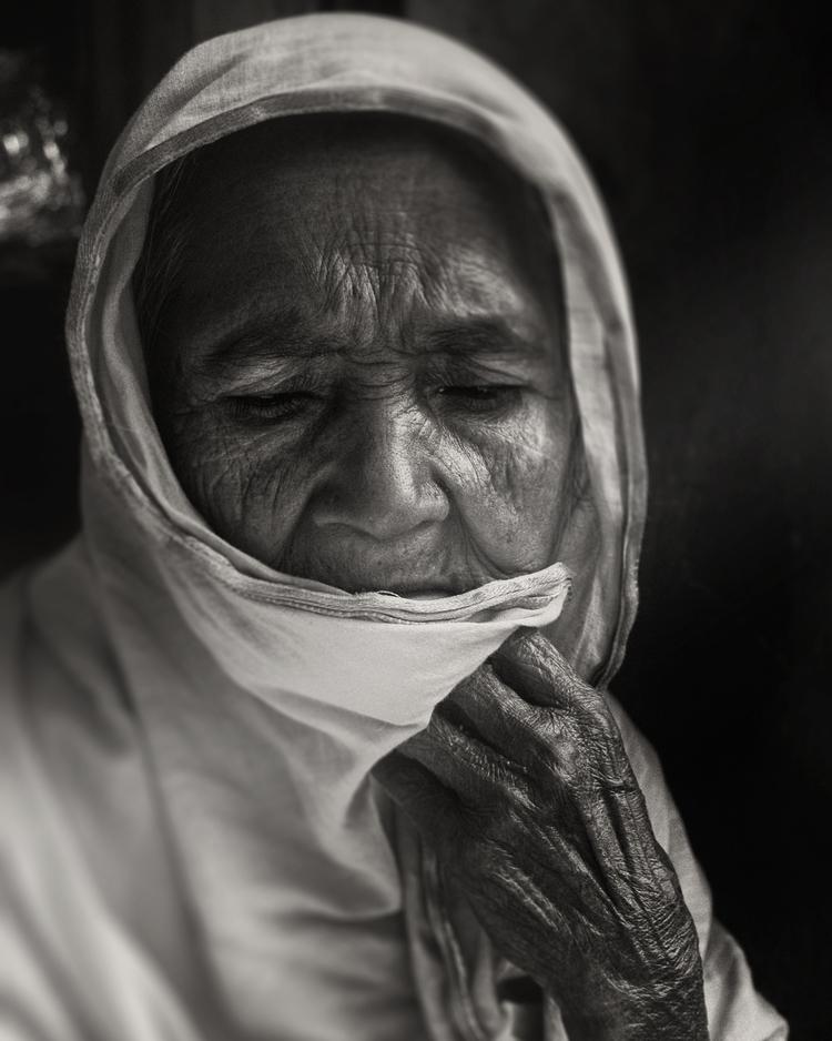 > Woman Bangladesh - notashitholecountry - andyleeuk | ello