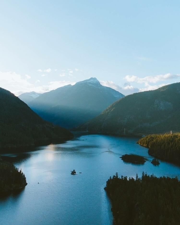Sunlight slicing mountains - Washington - gradymoran | ello