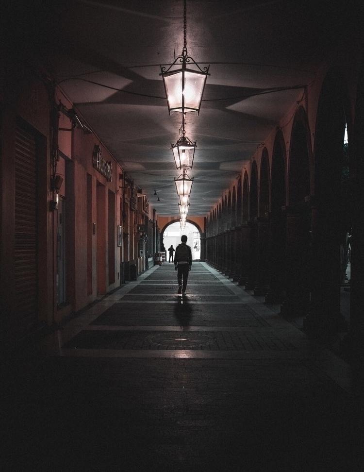 Recorriendo los bellos pasillos - yael_zaras17 | ello