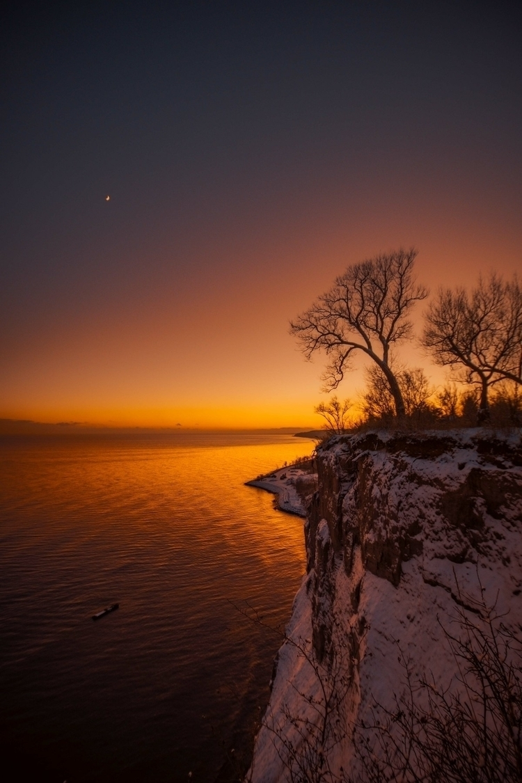snow sun - mariaario | ello
