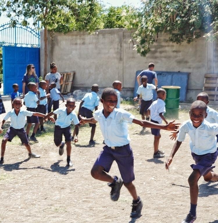 Port-au-Prince, Haiti - ryanreynolds03 | ello
