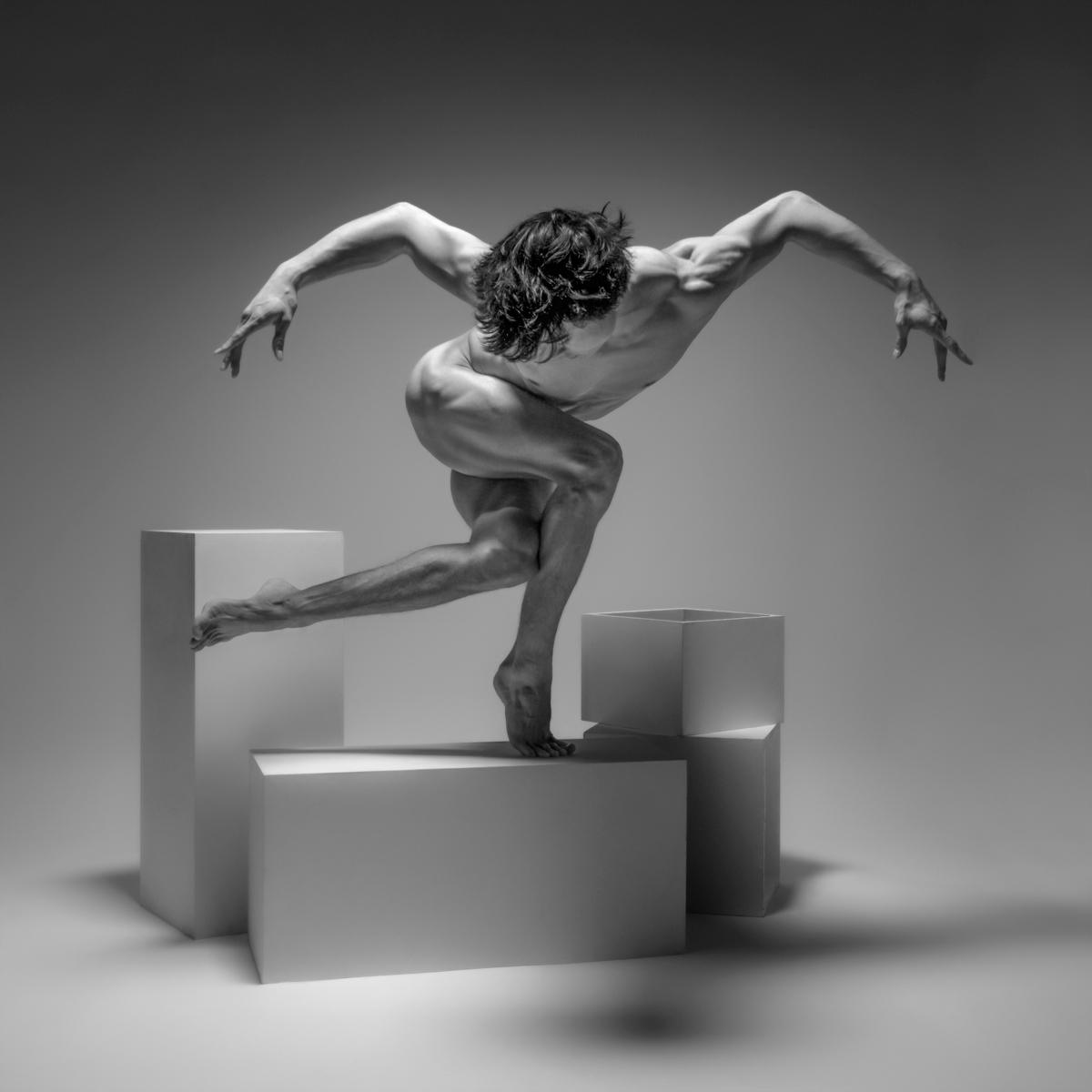 Photographer: Frédéric Roulle - darkbeautymag   ello