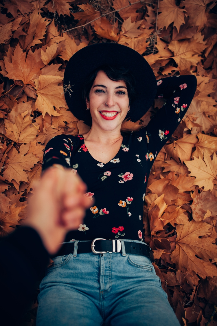 hand - orange, autumn, girl, portrait - javiertebar | ello