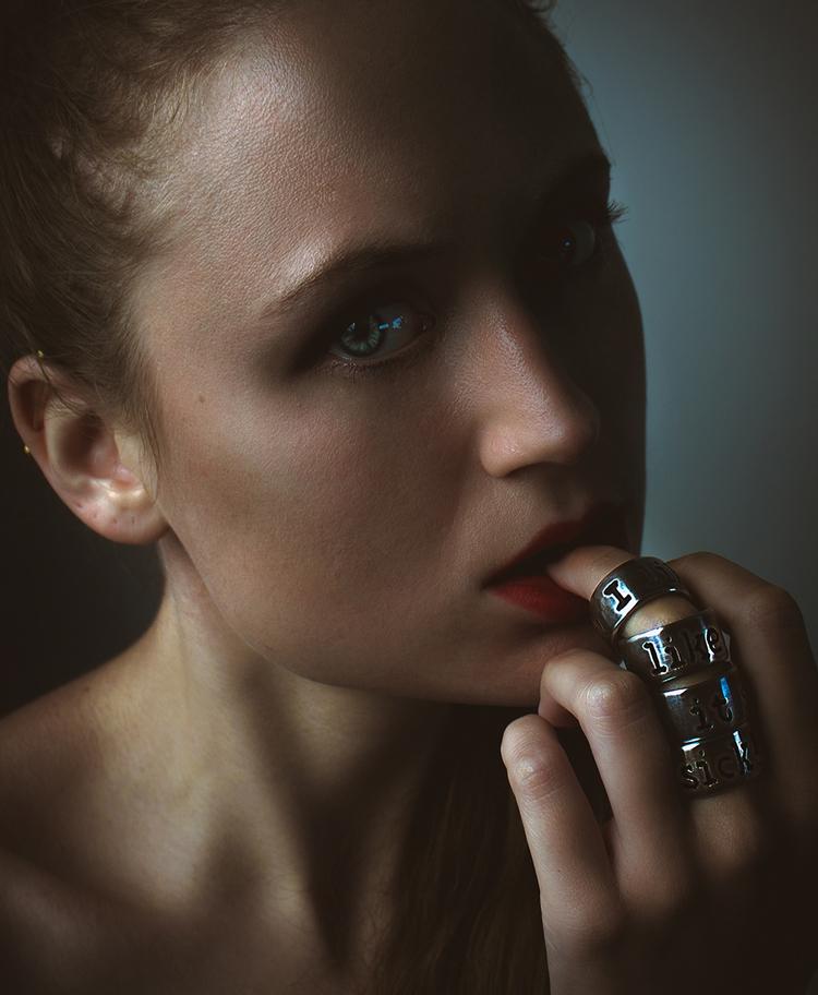 "Sick"" — Photographer/Rings/Mode - darkbeautymag | ello"