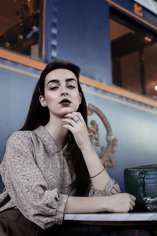 Waiting 🚋 Sophie - vintage, portrait - jessicaalmeida | ello