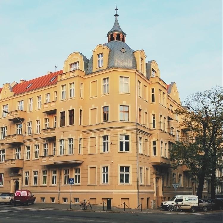 poznan, altbau, kamienice, streetphotography - carzingan | ello