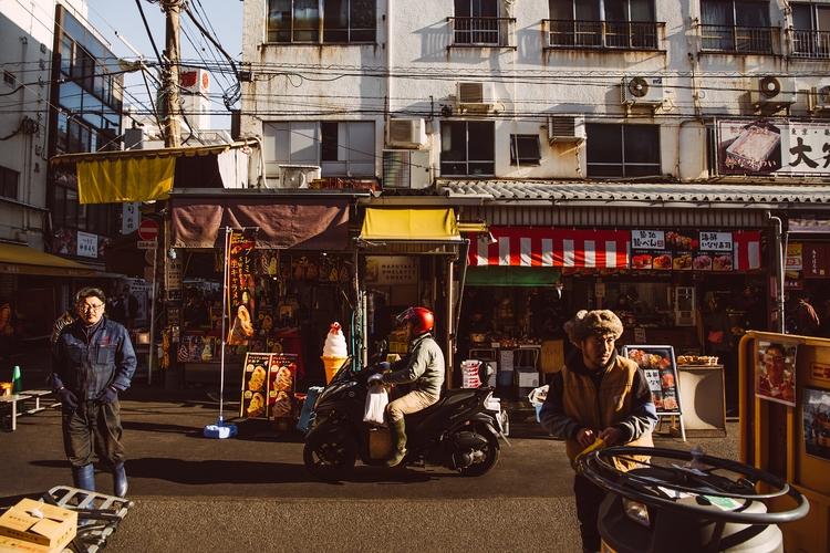 Fish Market Life - Location Tok - mrbrodeur | ello